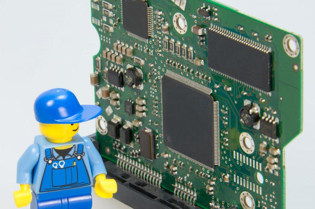 """<img src=""""techrepair.png"""" alt=""""lego repair take facing chips"""">"""